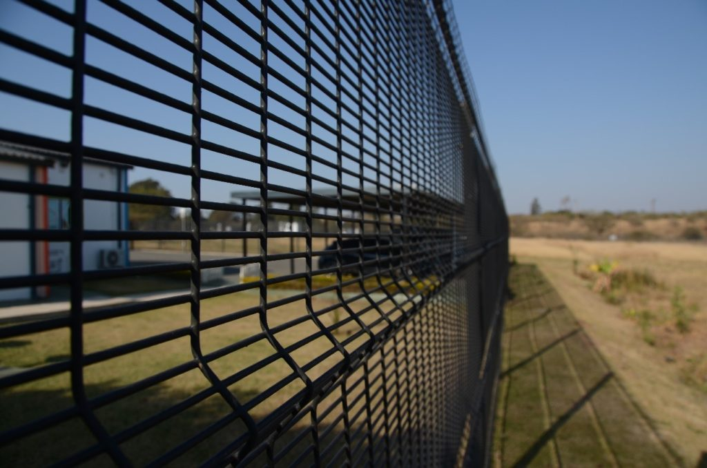 tips for choosing secure fencing